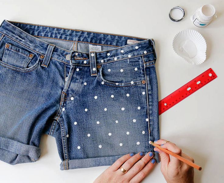 DIY: polka dot denim shorts stippen verf diy zelfmaken