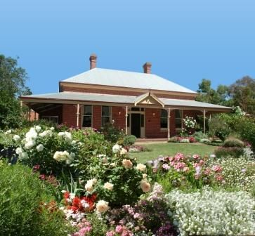 A typical old Australian style house - homestead. Functional verandahs all the way around. <3 http://www.visitphillipisland.com/wp-content/uploads/2012/11/Warrook-Cattle-Farm.jpg