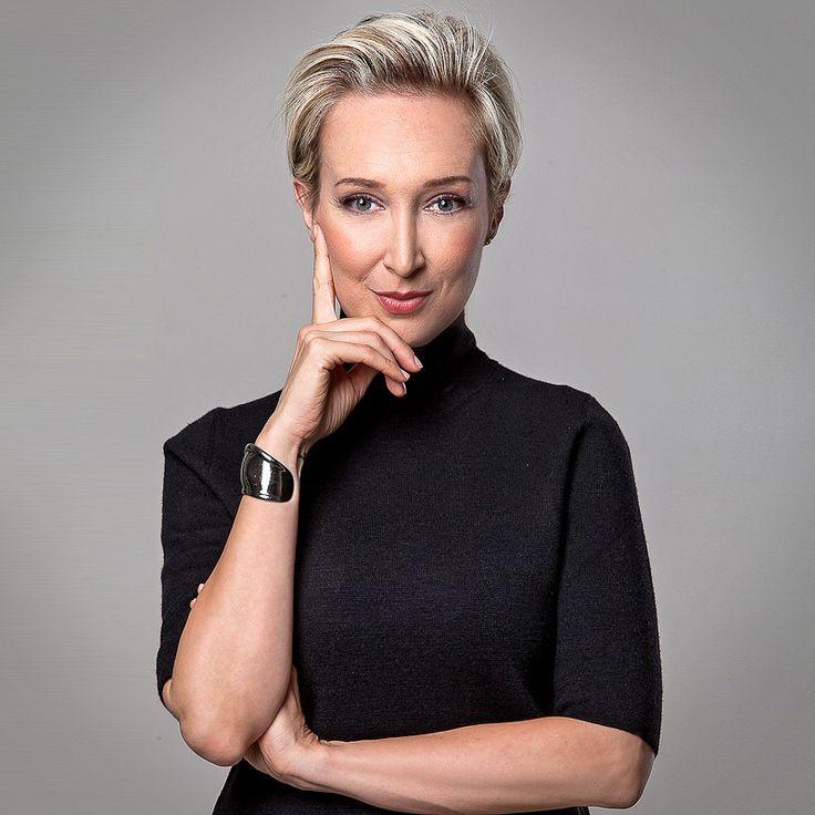 Ritratto Fotografico di donna manager. Woman professional headshot in Italy.  https://www.eliocarchidi.com/prezzi-servizi-fotografici-professionali/