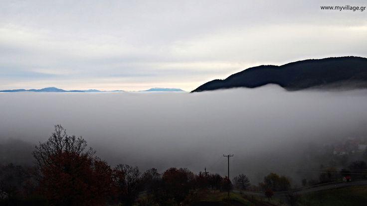 https://flic.kr/p/PyiR1W | Η Ομίχλη έρχεται / The fog comes | Λάβδας Γρεβενών ξημερώματα και στο βάθος ο Όλυμπος