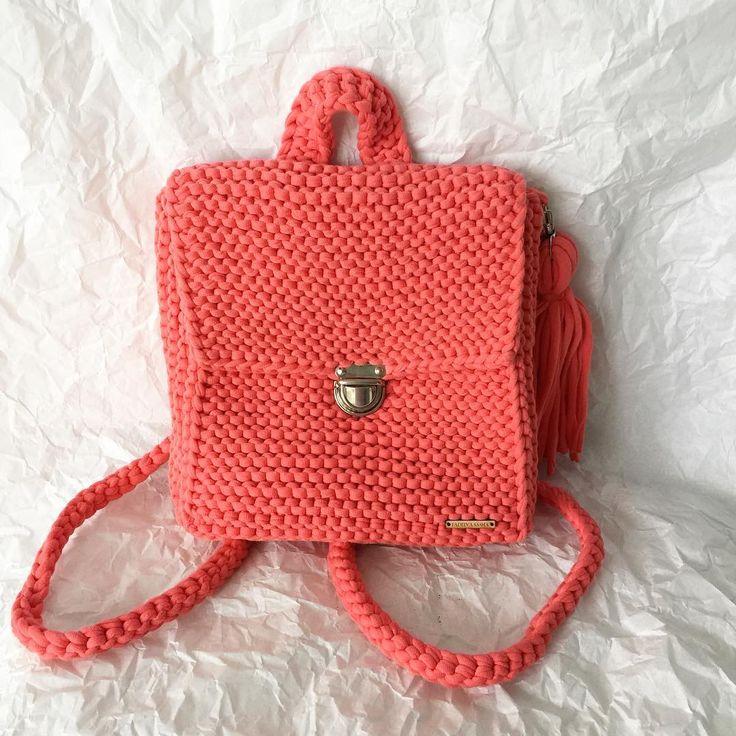 ВЯЗАНЫЕ СУМКИ 👛👝🎒👜💼 и Другое в Instagram: «👋🏻 Рюкзак- сумка!!! Легко трансформируется! 🎒👜 100% хлопок Размер 25 см*20см*7см Замок защёлка и съемная ручка (лямки) ✔️Цена 3500₽ По всем…»