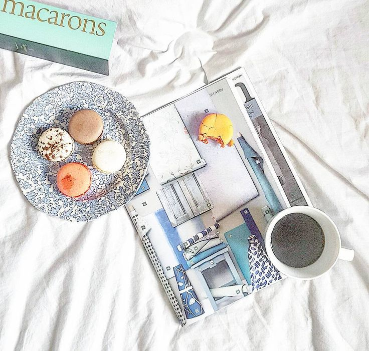 Good morning people! Have a great weekend! ☕ @burleighpottery #decoholic #morningcoffee #coffeetime #magazines #macarons #coffeeandmagazines #coffeeinbed #burleighpottery