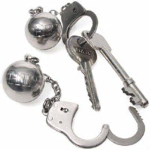 Aşkınız gibi anahtarlarınız da prangalarla güven altında  Birçok ilginç anahtarlık çeşidi görmüşsünüzdür ancak hiç prangalı anahtarlık gördünüz mü? Bu anahtarlıklar ile artık kimsenin hasretinden prangalar eskitmenize gerek yok. Hem aşkınızı hem de anahtarlarınızı prangalarla bağlayın böylelikle sevgilinizin anahtarını kaybederek bir yerlerde mahsur kalmasına ve bu yüzden kavuşamamanıza izin vermeyin!