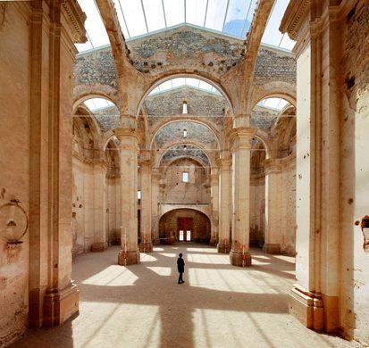 Fuente: Ferran Vizoso. Fotografía: José Hevia. Restauración de la antigua iglesia de Corbera d'Ebre, Terra Alta, Tarragona.