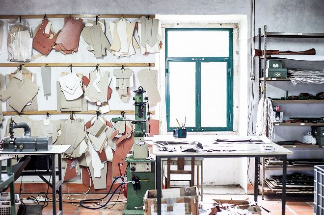 artisan leather work tools | ... through Portugal and its Heritage Artisan Leather Industry Part 1