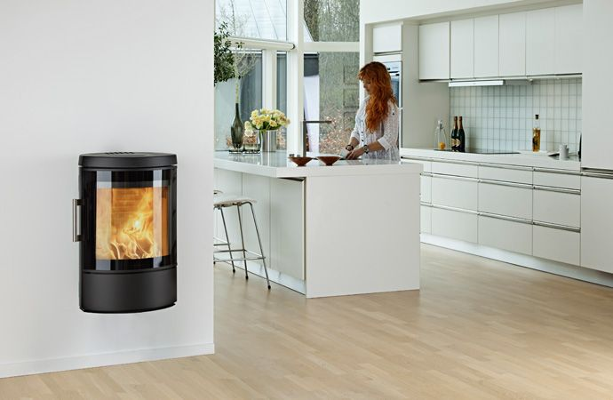 HWAM 3110m. #hwam #brændeovne #woodstoves #interiorinspiration #scandinavian #simple #kitchen #kitcheninspiration
