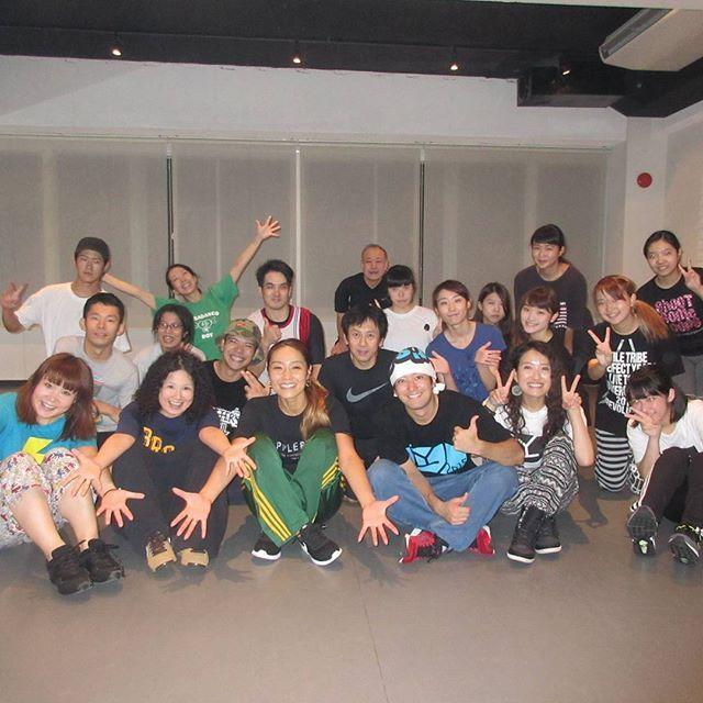 こんにちは!!!今日のブログは女性HIPHOPグループL.O.F.D.のメンバーとしてHIPHOPダンスシーンを牽引し続けるKUMAさんのリズムトレーニングです!!!!!!メンバーの皆さん全員がNOAでレッスンをして下さっており、皆さんそれぞれがショーやバトルで輝かしい経歴を残していらっしゃるスーパーグループです!!!!!KUMAさんのお写真がこちらです*:.。 *(●´∀`)ノ男勝りでカッコいいパワフルな踊りで生徒の皆さんも楽しんでレッスンを受けられています!そんなKUMAさんのレッスンは【HIP-HOP】初級池袋校 月曜 17:00〜 Ast【HIP-HOP】入門池袋校 金曜 17:15〜 Bst【HIPHOPリズムトレーニング】超入門 新宿校 土曜 18:45〜 4Bstです!是非是非お越しください!!#noadanceacademy#ノアダンスアカデミー#shinjukukou#新宿校#dance#ダンス#リズムトレーニング