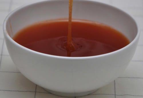 E' la classica salsa che troviamo al ristorante cinese per accompagnare involtini privamera e nuvole di gamberi. Semplicissima da preparare. Ecco la ricetta. Preparazione Mescolare accuratamente gli ingredientitra loro. Mettete poi il tutto a cuocere a fuoco lento, finchè la salsa non raggiunge la giusta consistenza: nè troppo densa ne troppo liquida. Ovviamente lequantità potranno […]