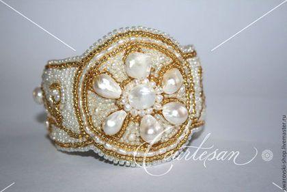 """Широкий браслет """"Жемчужный цветок"""" - белый,невеста,подарок девушке,браслет"""