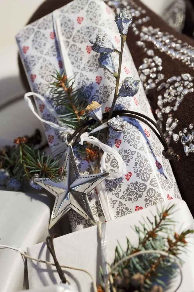 .: Christmas Presents, Black And White, Gift, Gift Wraps, Wraps Gift, Christmas Gift, Christmas Wraps, Christmas Wrapping, Beautiful Wraps