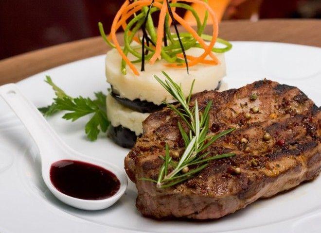 Баранина с черносливом в вине, ссылка на рецепт - https://recase.org/baranina-s-chernoslivom-v-vine/  #Мясо #блюдо #кухня #пища #рецепты #кулинария #еда #блюда #food #cook