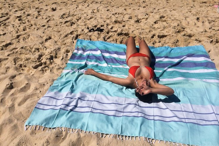 Look at this DIY beach blanket! Easy to make & the sand falls right off. #beachtips #holiday http://sawdust2stitches.com/the-best-beach-blanket-ever/
