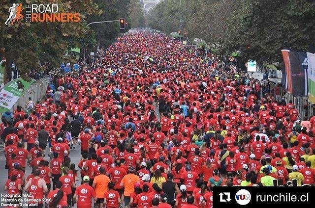Participa por un cupo para los 42 kms + entrenamiento. — ¡Concurso: Runchile te lleva a la meta del entel Maratón de Santiago! | Participa por un cupo para los 42 kms + entrenamiento. Sigue las Instrucciones:  1- Sigue a @Runchile.cl y @roadrunnerschile 2- Comenta esta foto 3- Llena el fornulario (disponible en #Runchile.cl) Y listo, ya estás participando  #VamosTodos