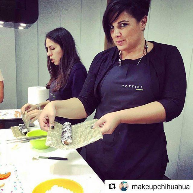 #chefperunasera? alla #toffiniacademycorsidicucina accade tutte le #sere! Grazie ai nostri #allievi, che sono il nostro orgoglio, e ai nostri #chef che trasmettono le #tecniche, i loro #segreti e la #passioneperilgusto. #toffiniacademy #corsidicucina #napoli #cookingclass #ilovecooking #ilovefood #loves_food #ig_food #igersfood #igersnapoli #sushilovers #sushitime #makingsushi #foodie #foodexperience #Repost @makeupchihuahua with @repostapp ・・・ @toffiniacademy #toffini #sushi #corsodisushi…