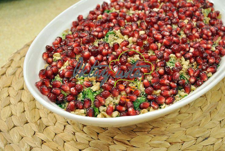 Cevizli Narlı Ispanak Salatası; http://oktayustam.com/tarifler/27564-pratik_cevizli_narli_ispanak_salatasi_tarifi.html