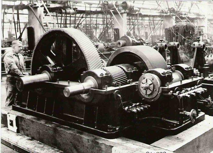 Škoda Plzeň. Dvojitá převodová skříň.Vyrobeno v roce 1933 pro pohon od parní turbíny na generátor a transmisi.