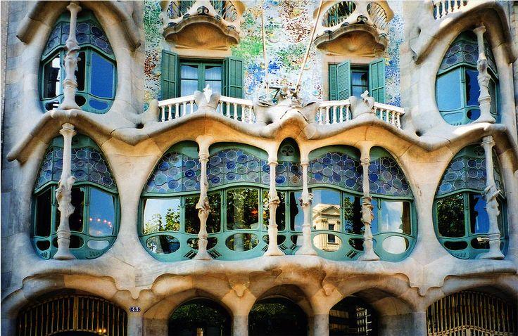 Неповторимые работы архитектора Антонио Гауди: 50 фотографий