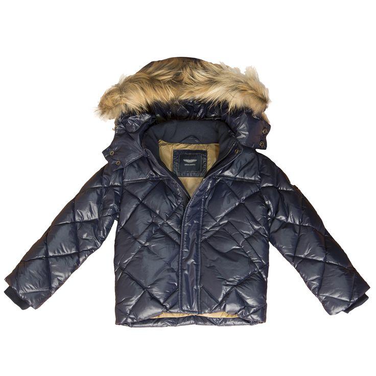 Jacheta cu puf, decorata cu blanita in jurul gulerului.