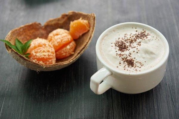 Горячий белый шоколад с кокосом