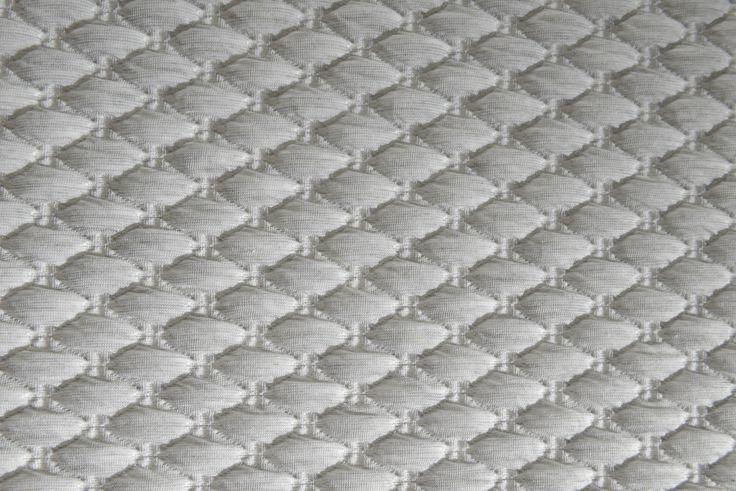 Mod. CLASSIC Desideri un materasso confortevole ed elegante? Ecco CLASSIC, arricchito da un tessuto molto fine che dona eleganza e una nota di classe.