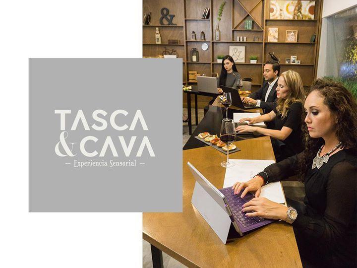 Pregunta por nuestros salones y dale más clase a tu reunión empresarial