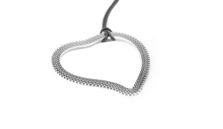 Liliana Guerreiro | Colecções - Handmade silver heart pendant, with an ancient filigree technique, mesh