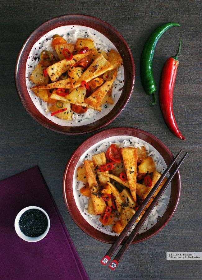 Triángulos de tofu salteado con piña y jengibre. Receta vegetariana | https://lomejordelaweb.es/