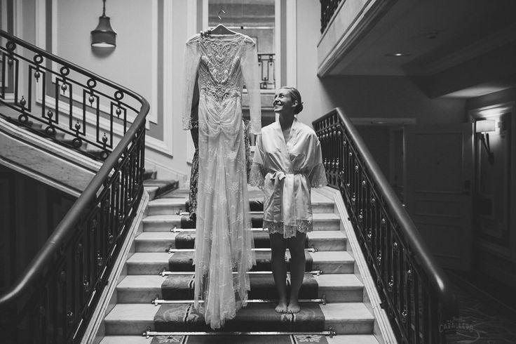 San Sebastián wedding photographer, Spain. A wonder bride to be and her incredible Inbal Dror dress. Venues: hotel maria Cristina and mirador de Ulia restaurant. #hotelmariacristina #sansebastian #miradordeulia #destinationwedding #basquecountry #bridetobe #inbaldror #spain