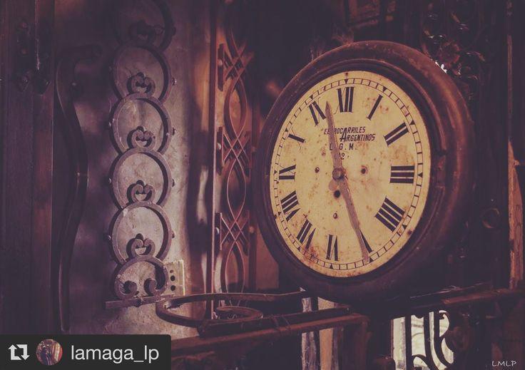 #cortazar #juliocortazar #instrucciones #reloj #cuentos #poesia #nikon #photography #old #vintage #frenchclock #clock #time #french #life #poetry #campanopolis #500px #descubriendoigers #ig_argentina #argentina #igworldclub #ig_buenosaires #igerslaplata #nikonartists #nikonphotography #ig_supervizor #instagram #books #antique