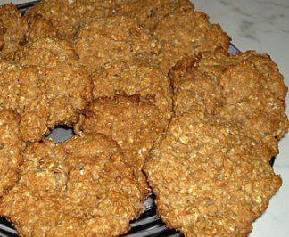 Das perfekte Joghurt-Haferflocken-Kekse fettfrei-Rezept mit einfacher Schritt-für-Schritt-Anleitung: Haferflocken mit Mehl mischen,  Backpulver/ Natron…