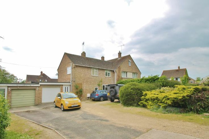 House to rent in Fairford, Gloucestershire - £1,050pcm. AVAILABLE JULY! Semi-detached home situated in a desirable part of this popular town with a large driveway with ample parking. It benefits f...