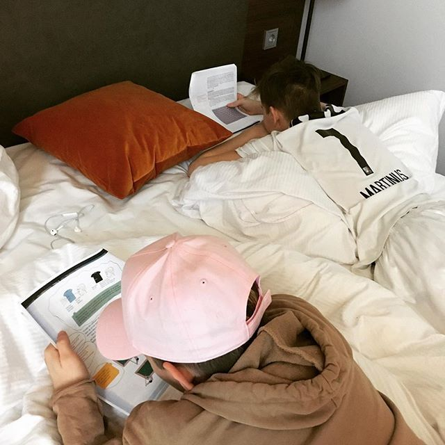 Doing homework at the hotel #homework #trainingafterwork #together