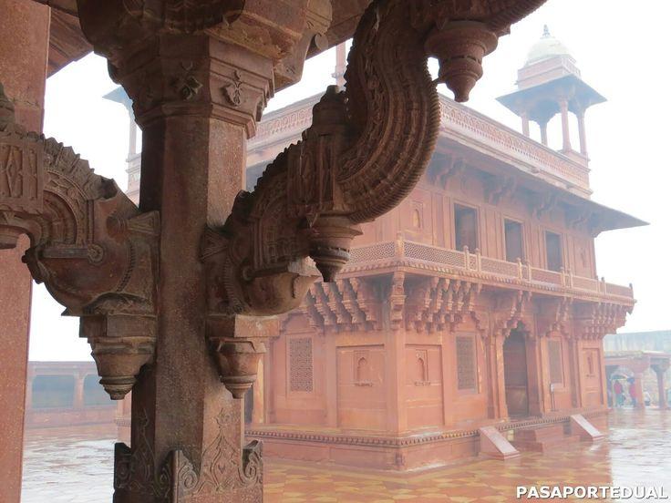 Fatehpur Sikri fue una ciudadela construida a mediados del siglo XIV bajo el gobierno del emperador Mogol Akbar en  India.