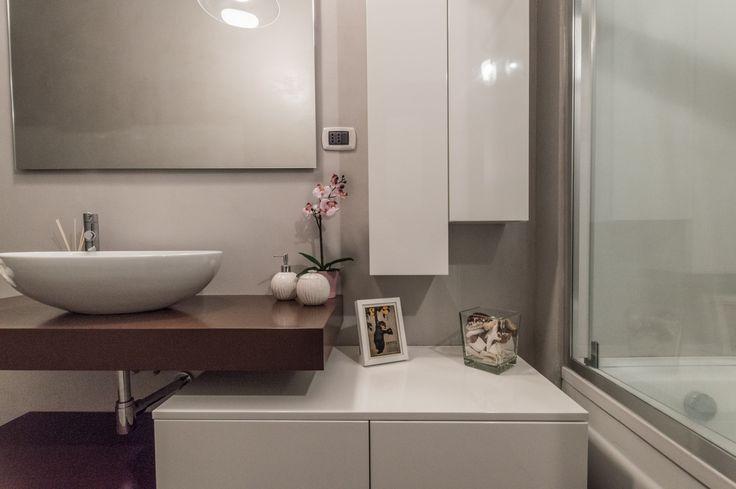 Home Staging di un appartamento semi-arredato in vendita a Venaria (Torino). Bagno. (12/2015)