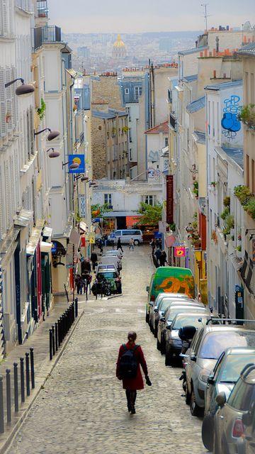 Dans la rue, Montmartre (Paris)