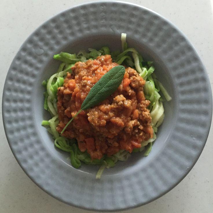 Spaghetti bolognese na makaronie z cukinii AIP paleo