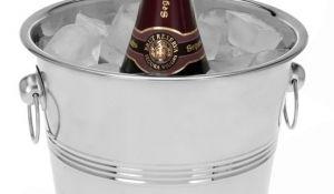 """Luxe champagne & wijnkoeler  Hou uw champagne, wijn en andere dranken koel met deze luxe champagnekoeler. Erg leuk bij feestelijke gelegenheden De """"finishing touch"""" op de feetelijke tafel. Gemaakt van roestvrij staal (rvs) Afmetingen: -Diameter bovenzijde: 22cm, -Diameter onderzijde: 14cm, -Hoogte:21cm"""