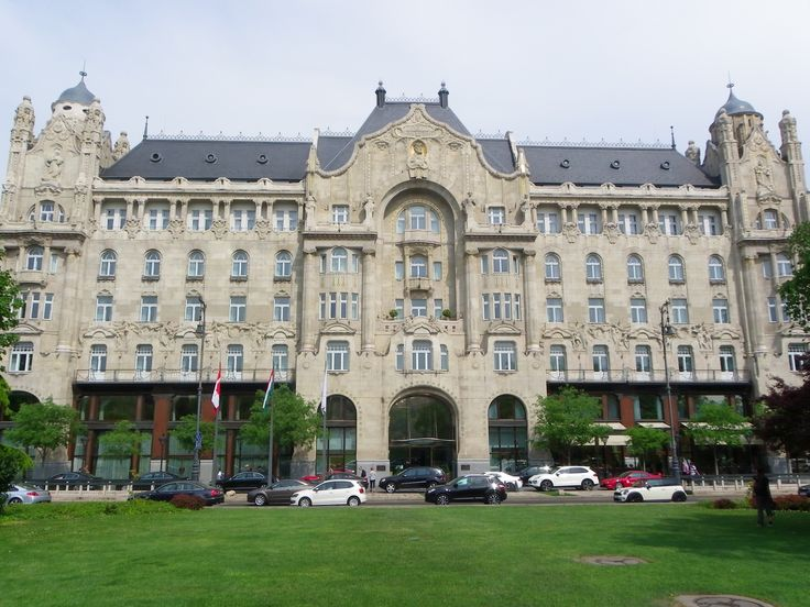 Széchenyi István square, Budapest / Gresham Palace