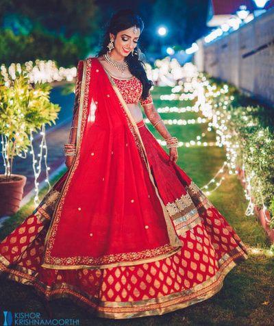 twirling lehenga, twirling bride, red and gold brocade, red lehenga