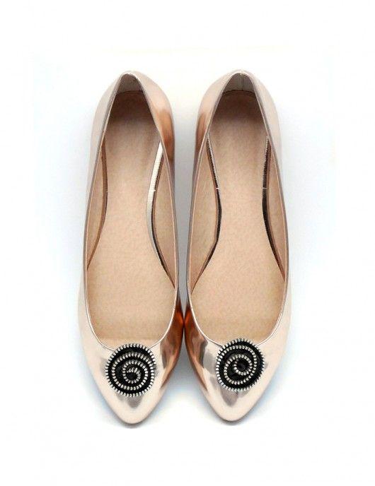 Zip Flower - klipsy do butów . Nowoczesne dodatki do butów , wykonane ręcznie z metalowych zamków.