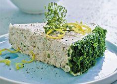 Tunmousse er en klassisk forret, der klæder enhver middagsmenu. Fordelen ved tunmousse er, at man sagtens kan lave den lækre forret i forvejen, så man ikke skal stresse inden gæsterne kommer