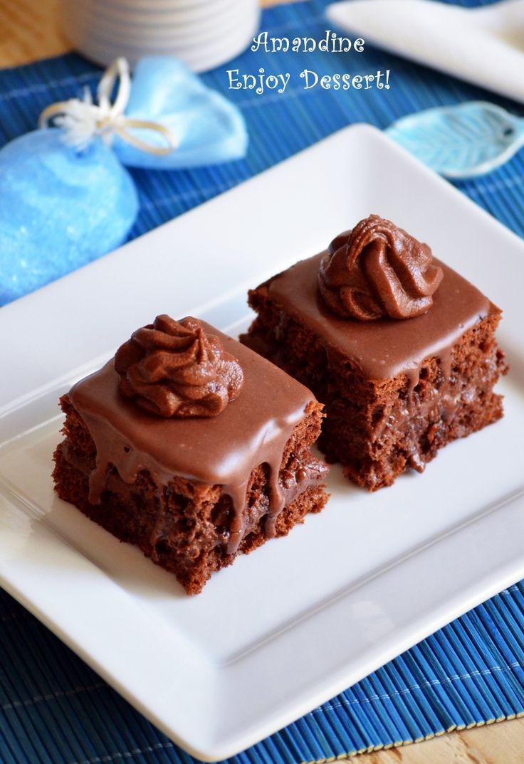 Reteta de amandine. Reteta de prajitura amandina cu blat de cacao, crema de ciocolata si glazurata cu fondant de ciocolata