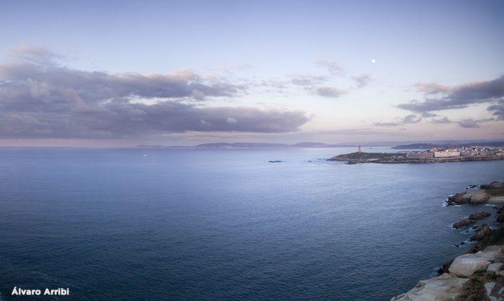 Lo que ha sido un antiguo punto defensivo, se ha convertido en el mejor mirador de A Coruña. Desde lo alto del Monte de San Pedro se divisa el ir y venir de los barcos guiados por el faro milenario.