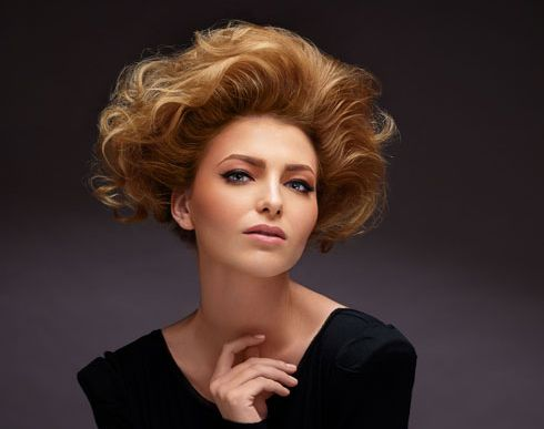 ¿Qué es la Queratina?  El 90% de cada cabello está compuesto de queratina/keratina y dependiendo de la humedad del ambiente de un 5 ó 10% de agua, además de otros elementos minoritarios como lípidos, pigmentos y minerales.  Descubre más en nuestro blog.  http://ohpeluqueros.com/blog/que-es-la-queratina.html