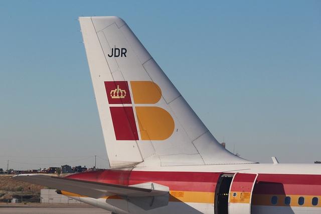 Uno de nuestros Airbus A-320 en la Terminal 4 del aeropuerto de Barajas, Madrid