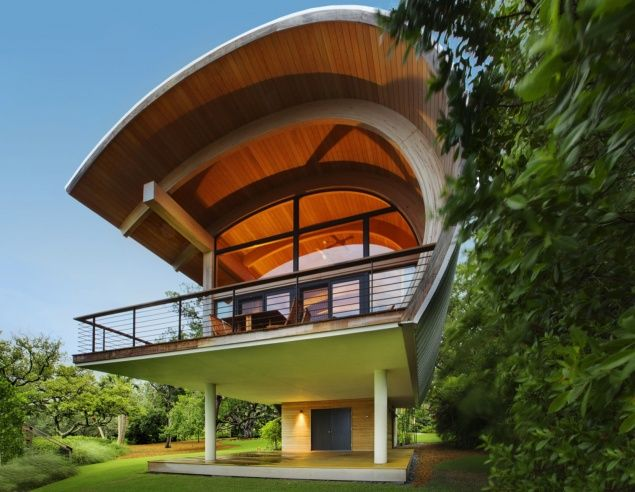 Constructing curved wooden structures using laminated Veneer Lumber.