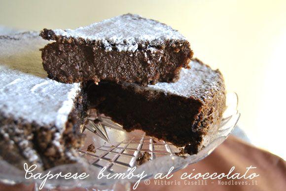 Questa è una delle torte più buone che io abbia mai mangiato! Ecco per voi la ricetta della Caprese bimby al cioccolato. Dovete assolutamente provarla!!