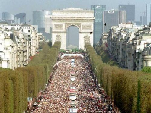 Le Marathon de Paris est aujourd'hui l'un des plus importants marathons du monde tant par l'importance du peloton que par les performances réalisées. Plus d'une centaine de nations et 40 000 inscrits viennent se confronter aux 42195 km de cette épreuve mythique de l'athlétisme. Depuis 1976 le Marathon de Paris traverse la ville tous les ans le deuxième week-end d'avril offrant un décor incomparable émaillé d'animations toutes plus populaires les unes que les autres. Le défi personnel se…