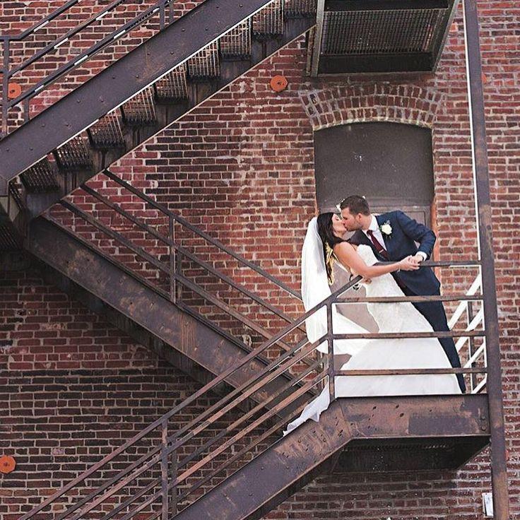 Счастливый брак — это брак, в котором муж понимает каждое слово, которого не сказала жена!  http://gelinshop.com/ipost/1518154776134952199/?code=BURkbmxliUH