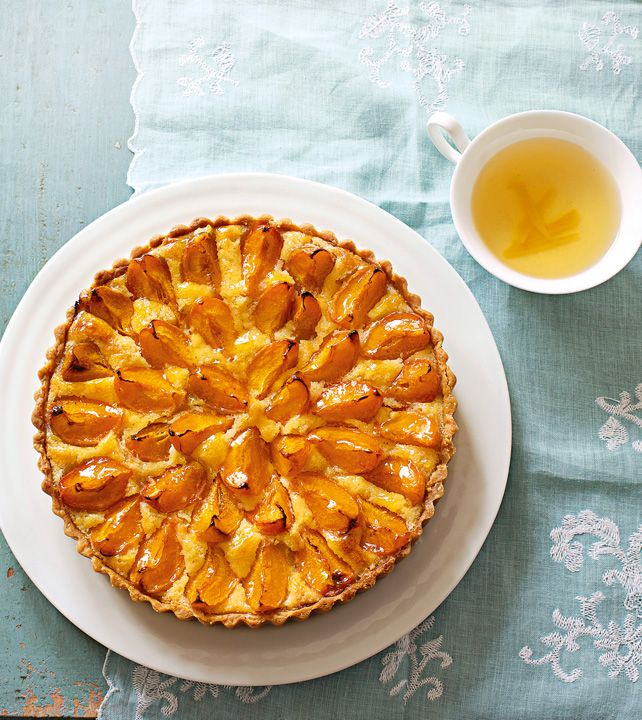 Prepara una tarta de chabacano fresco y acompáñalo con un té verde con mango.